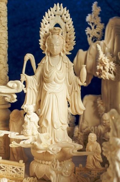 oriental art sculpture Kwanyin Statue carving