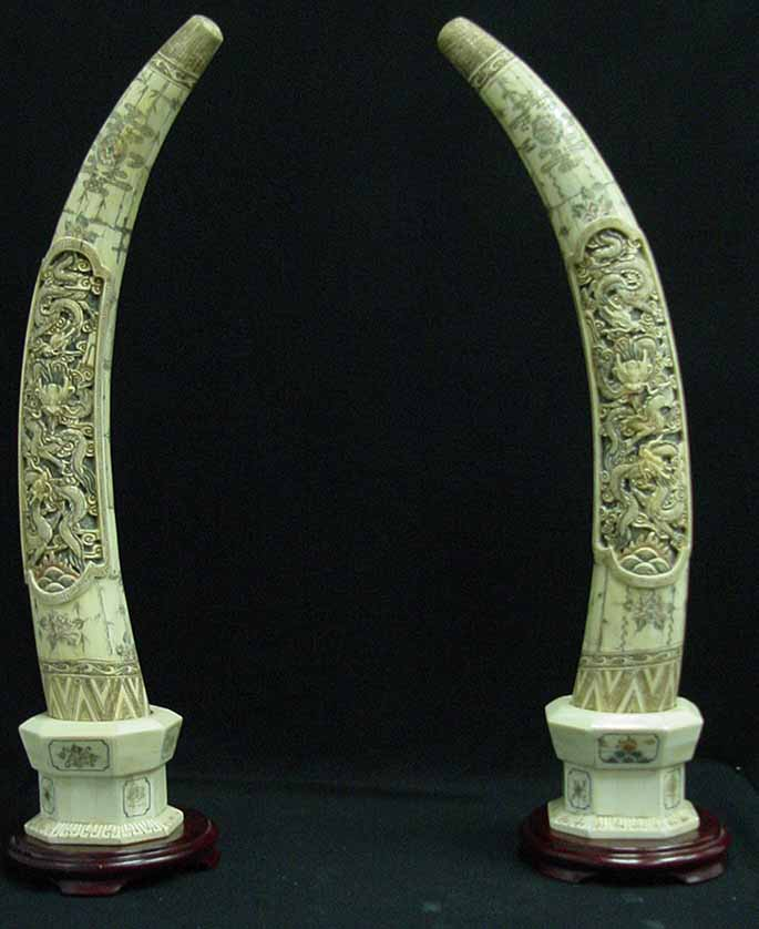 ANTIQUE CHINESE CARVED IVORY ELEPHANT GROUP : Lot 167