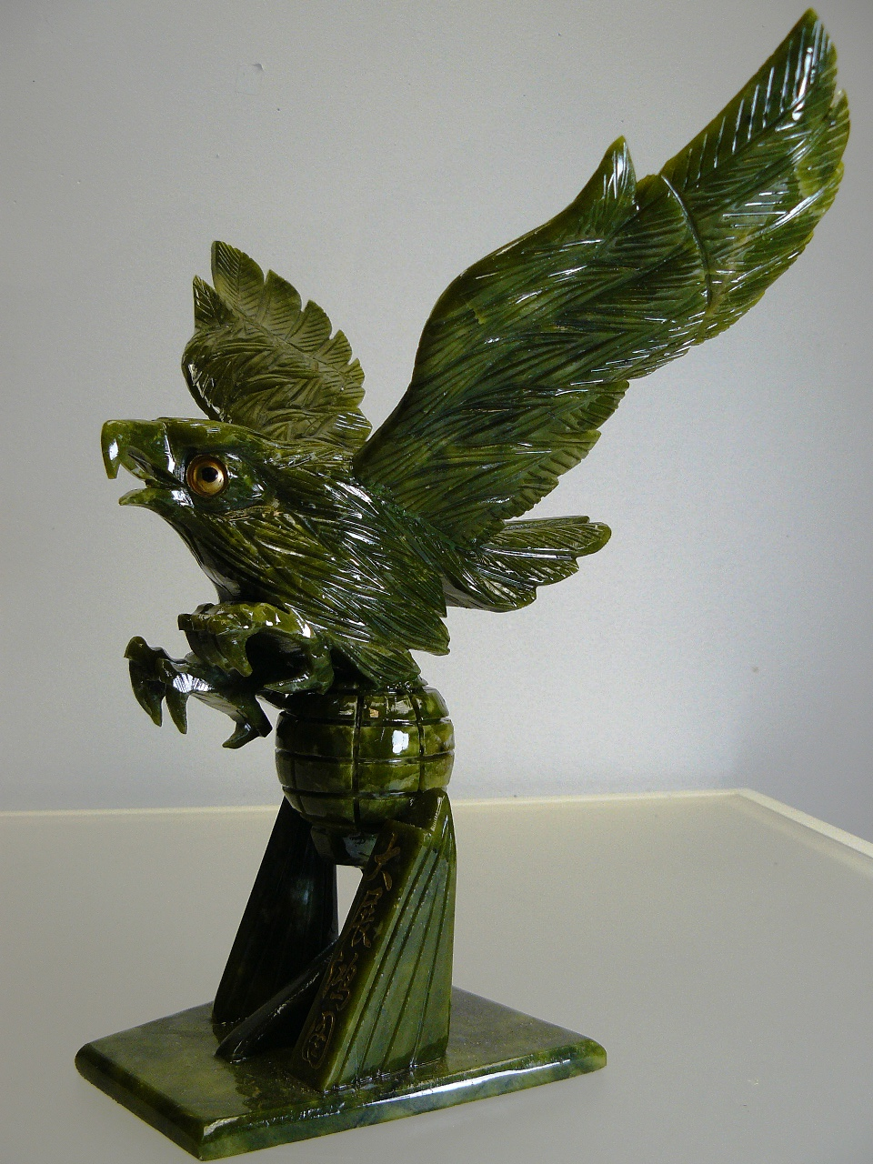 jade eagle carving jade   lg10